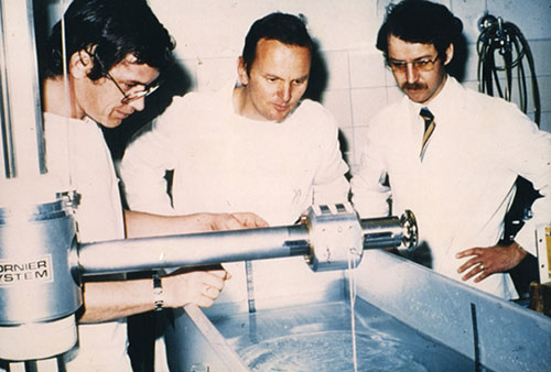 Chaussy, Eisenberger and Forssman at work on the Shockwave Lithotriptor